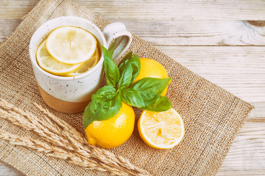 10 great reasons to drink lemon water daily
