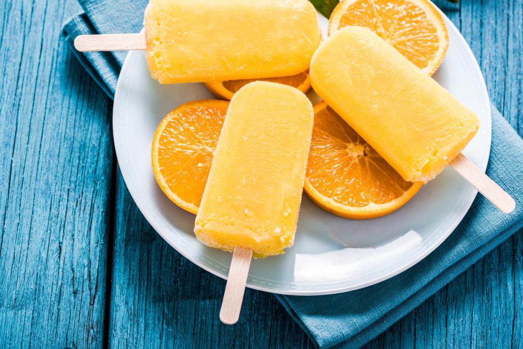 Paletas de naranja congeladas - Healthy Vitamin C Snacks