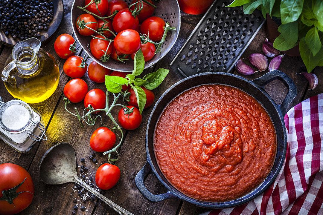 homemade marinara with fresh tomatoes