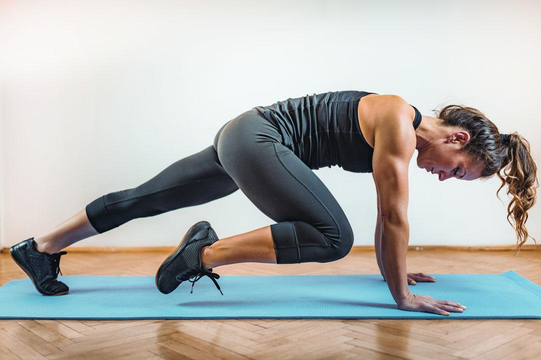HIIT o entrenamiento de intervalos de alta intensidad - hacer ejercicio en el interior - consejos para motivarse a hacer ejercicio