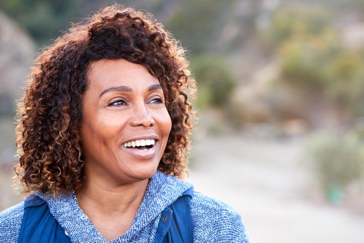 sonriente mujer negra - corazón saludable