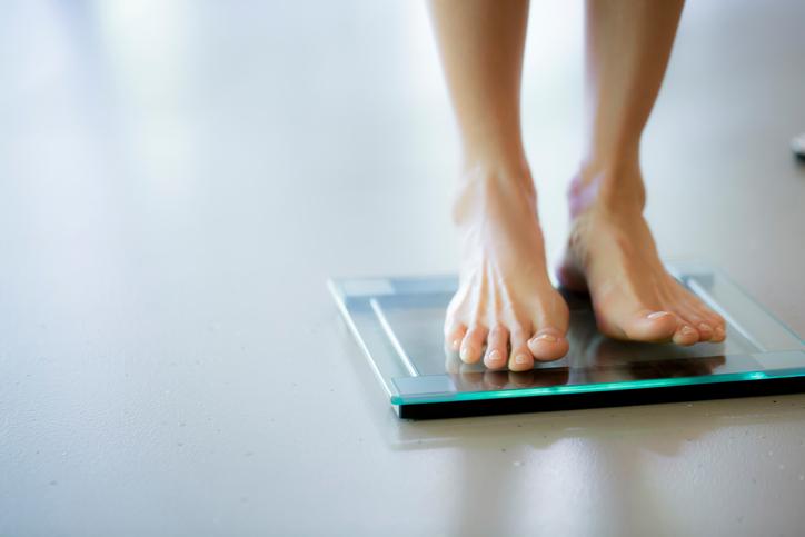 mujer en escala, peso saludable, la salud del corazón