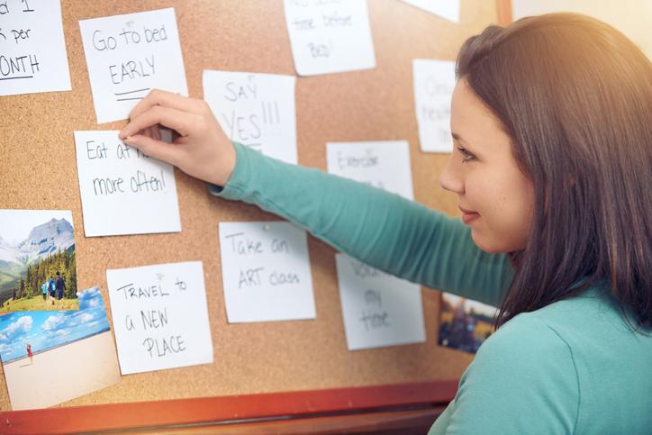 establecer metas de salud en papel; escribir metas