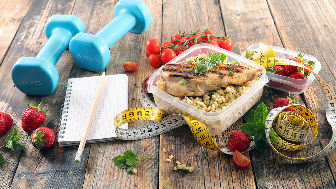 weight loss habits - macronutrient balance, health food, desintoxicación, diet food with chicken, vegetable and dumbbell
